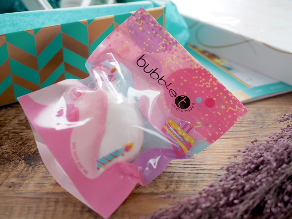 Bubble T Limited Edition Lookfantastic Birthday Bath Bomb
