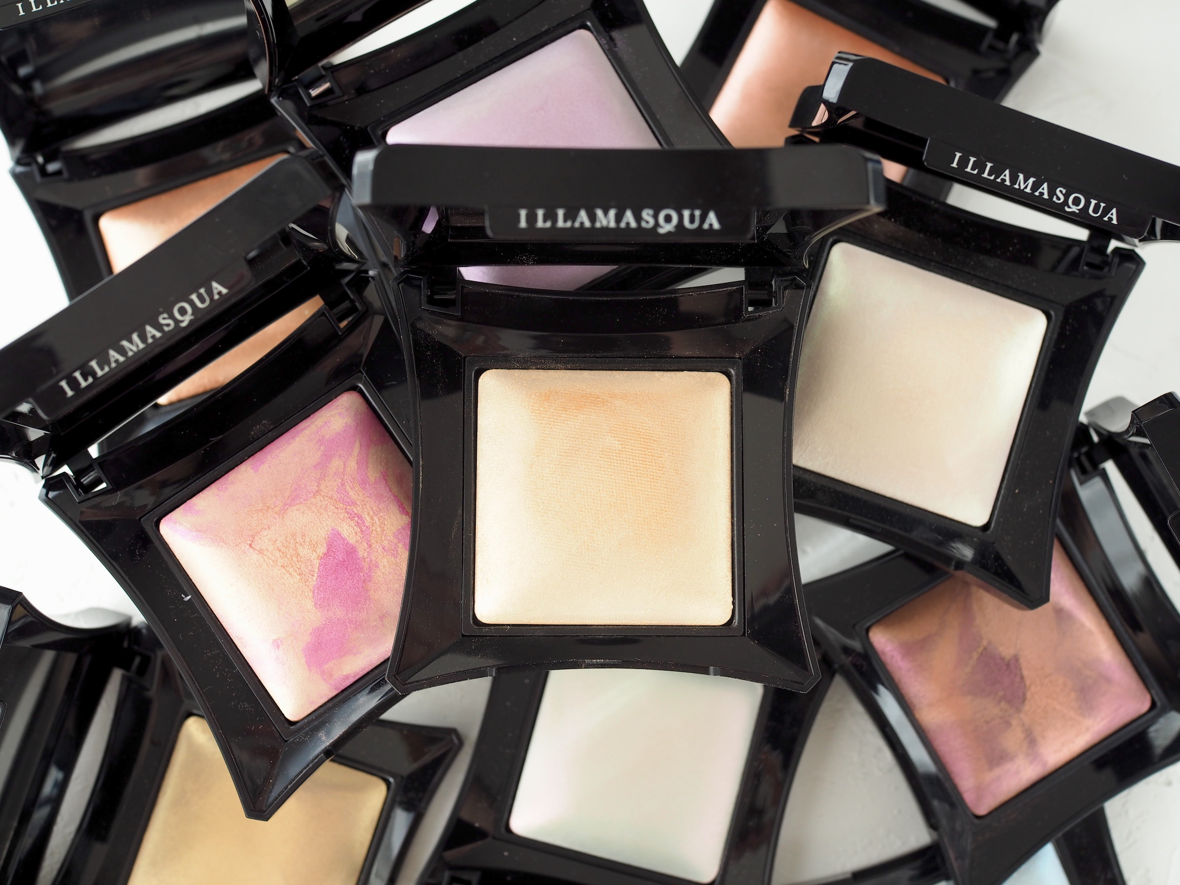 Illamasqua Beyond Powder スウォッチ