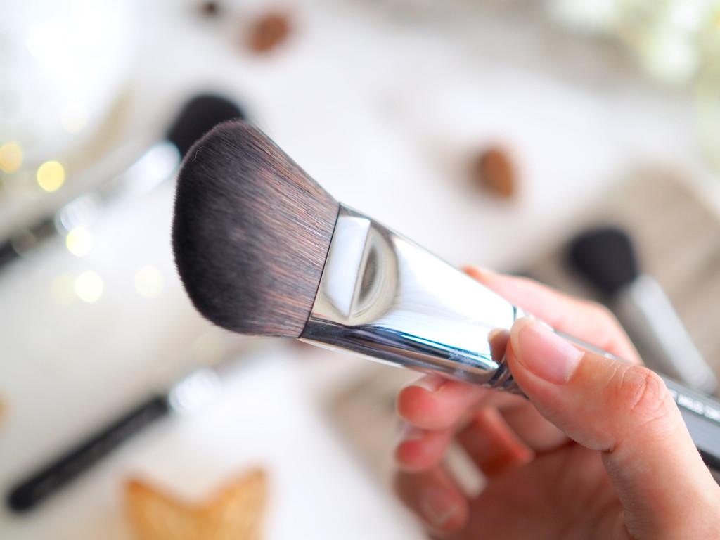Sigma F23 Soft Angled Contour™ Brush
