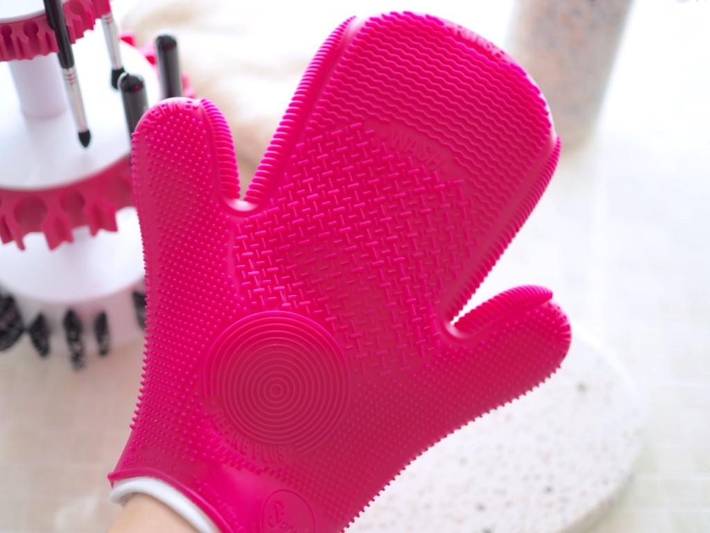 2X Sigma Spa® Brush Cleaning Glove