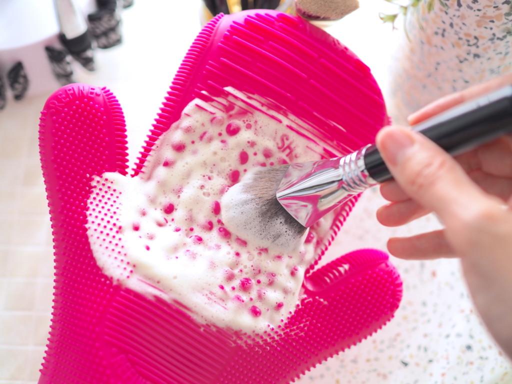 2X Sigma Spa® Brush Cleaning Glove